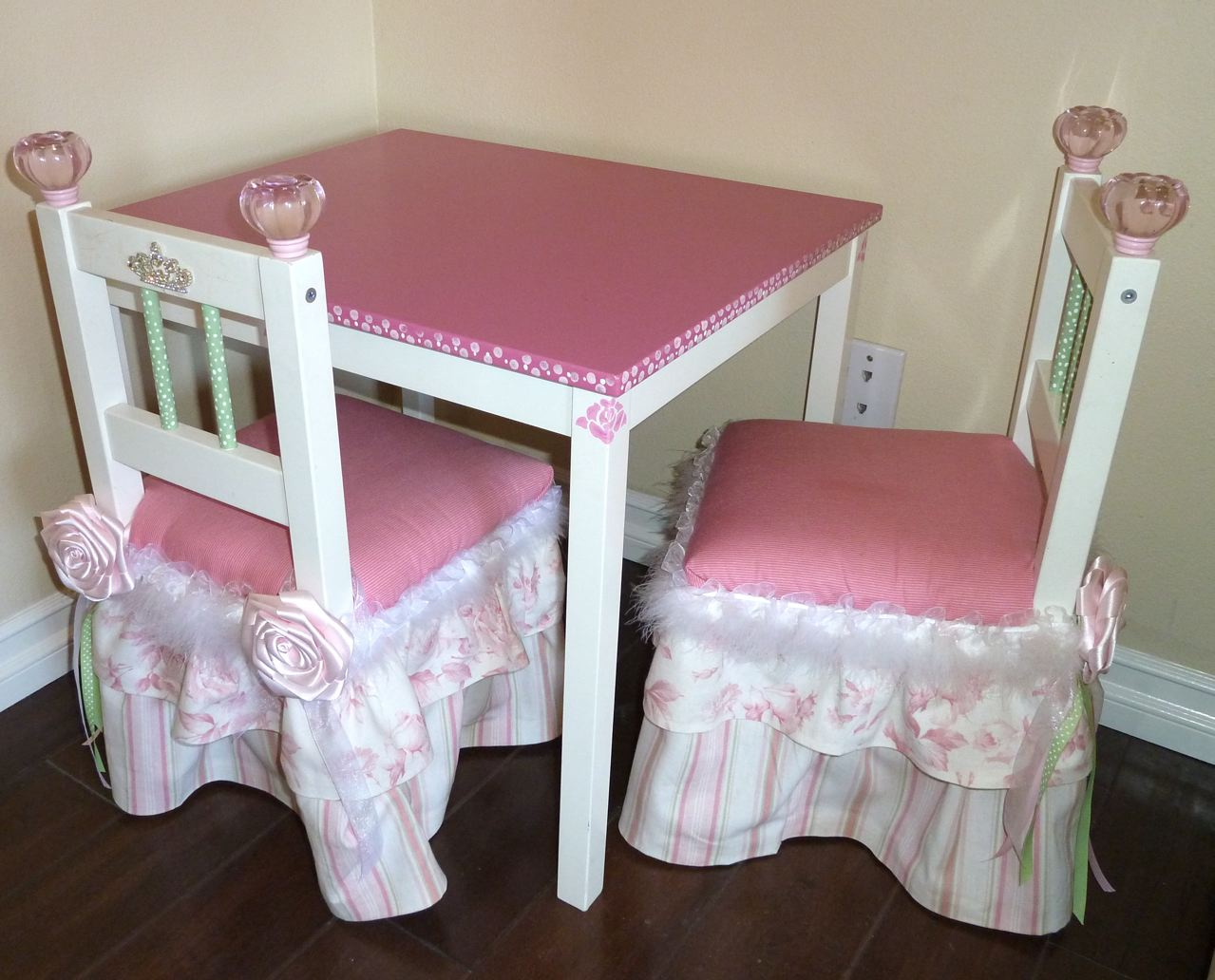 Similiar Little Girl Chairs Keywords – Girls Table and Chair